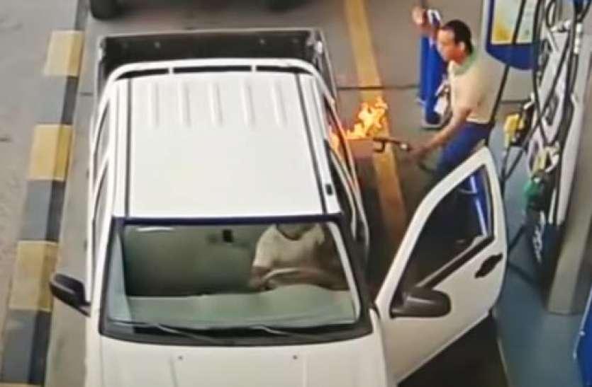Fuel भरवाते समय कभी भी नहीं खोलना चाहिए कार का दरवाजा, आग लगने का होता है डर