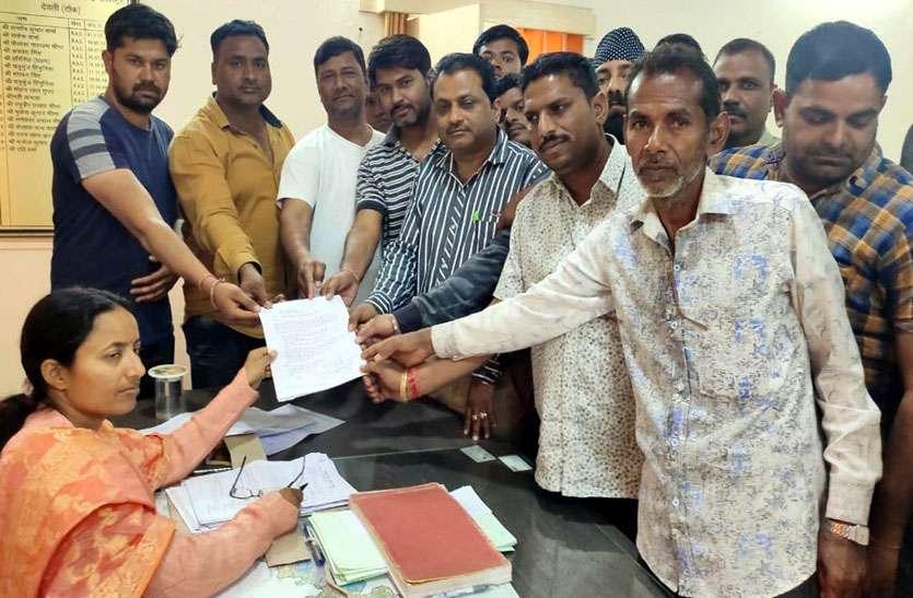 नई आबकारी नीति के विरोध में आवेदन नहीं लगाने का निर्णय, अनुज्ञाधारी संघ ने मुख्यमंत्री के नाम सौंपा ज्ञापन