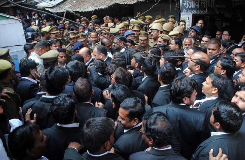 सिविल कोर्ट परिसर में दिनदहाड़े बम से हमला, बार एसोसिएशन के महामंत्री जीतू यादव गिरफ्तार