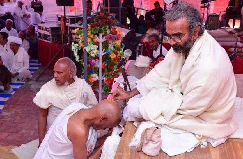 दीक्षार्थी आजाद कुमार बने मुनि पुष्पदन्त विजय