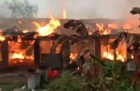 आगजनी की घटना से दो बड़े पोल्ट्री फार्म ऐसे हो गए तबाह