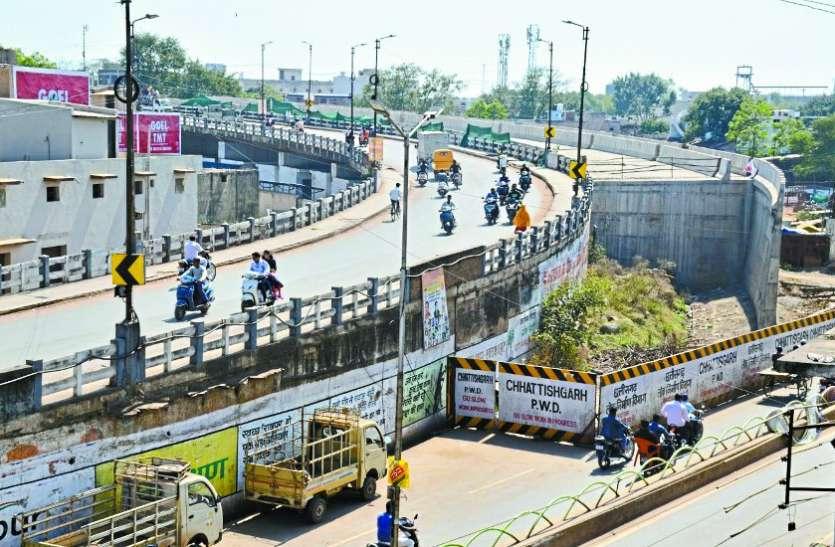 रायपुर : 6 महीने से ब्रिज निर्माण ठप, ढाई लाख लोग परेशान