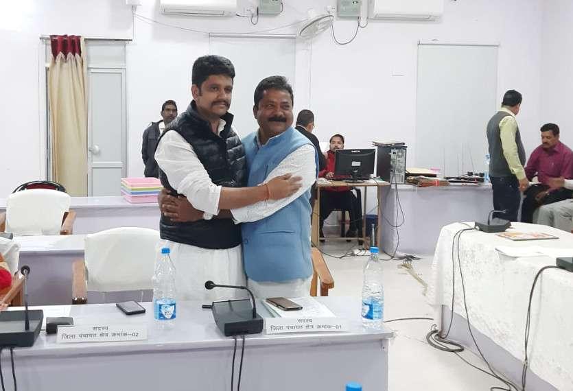 #swarnimbharat: सरगुजा-सूरजपुर जिला पंचायत पर कांग्रेस का कब्जा, सरगुजा जिपं उपाध्यक्ष 10 माह ही संभालेंगे पद, राजमाता को समर्पित की जीत