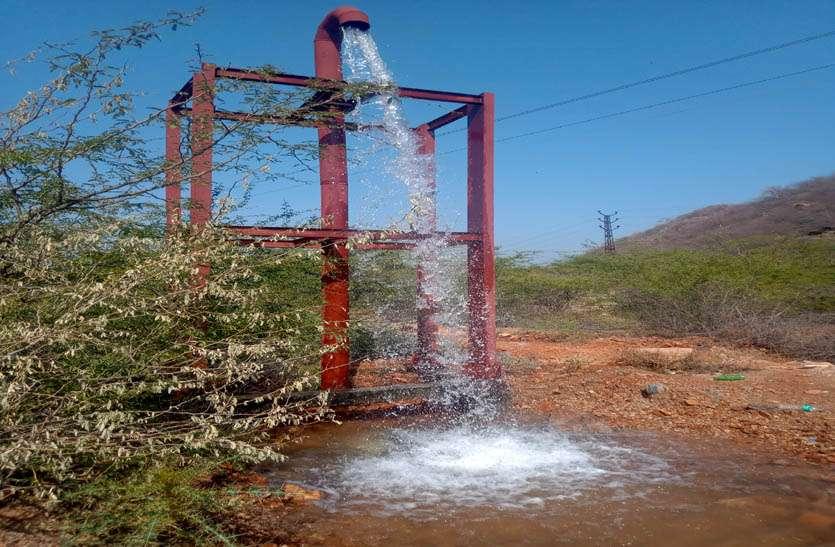 हलक में जाने से पहले वॉल्व व एयर पाइपों से रोजाना बह रहा है लाखों लीटर पानी