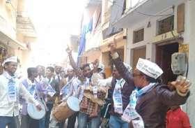 दिल्ली में केजरीवाल ने तीसरी बार ली शपथ CM की, बनारस में मना जश्न