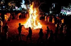 सदियों से चली आ रही है ब्रज में होली की ये अनोखी परंपरा, जलती होलिका से निकलता है पंड़ा
