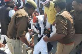 पीएम मोदी के कार्यक्रम में जा रहे सैकड़ों सपा कार्यकर्ताओं को पुलिस ने उठाया