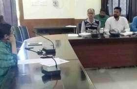 VIDEO: साप्ताहिक समीक्षा बैठक में जिला कलक्टर ने की विभिन्न योजनाओं की समीक्षा