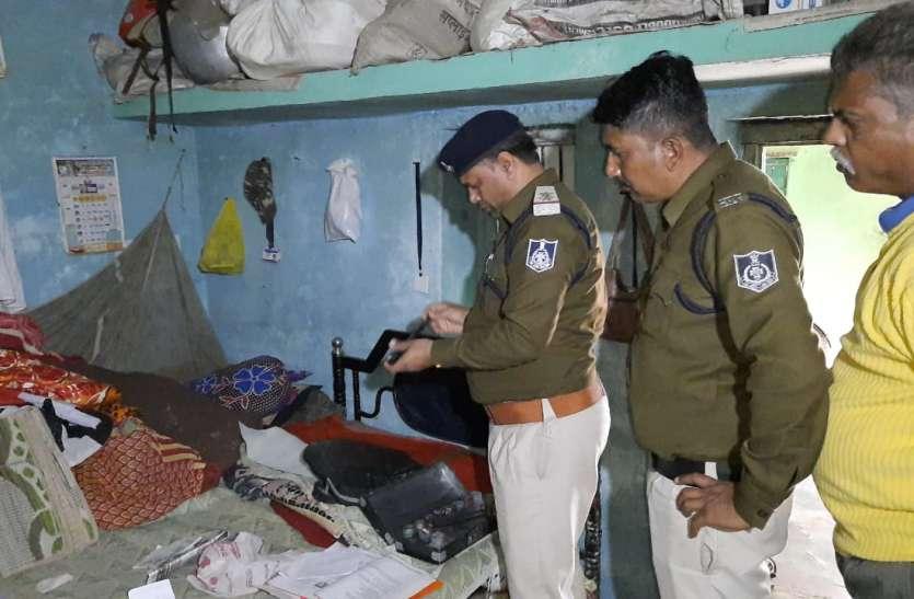 चोरों ने पहले घर में बैठकर खाया खाना फिर की चोरी की वारदात  करीब ८० हजार के जेवरात चोरी