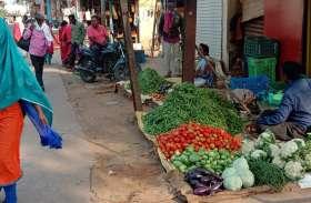 गुजरी बाजार में सड़क के दोनों ओर लग रही  आवागमन में परेशानी