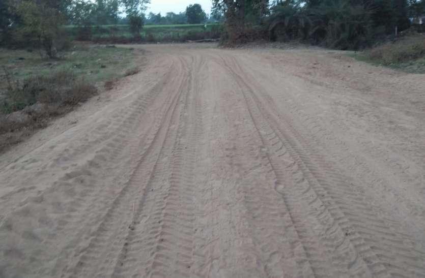 सरकारी अफसर निष्क्रिय- पंचायतों की सरकारी जमीन दबंगों का कब्जा