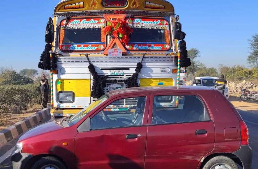 दुर्घटना में खलासी की मौत, चालक घायल