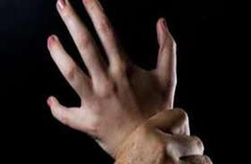 गांव से शहर आईं 2 युवतियों से कई महीने तक बलात्कार, युवकों ने दोनों को इस बात का दिया था झांसा