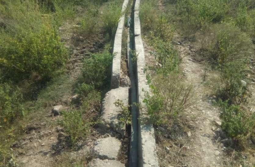 करोड़ो रूपए से बनी नालियां दो वर्ष में ही हो गई जर्जर, खेतों तक कैसे पहुंचे पानी
