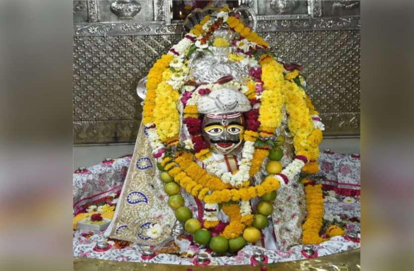 शिव नवरात्रि: भगवान महाकाल ने धारण किया होल्कर मुघौटा