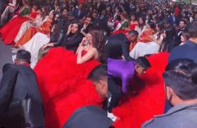 उर्वशी रौतेला ने पहनी ऐसी ड्रेस, अकेले रोकी 4 लोगों की सीट, पूरी टीम लगी संभालने में, वीडियो वायरल