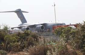 Gujarat: US Air force का ग्लोब मास्टर विमान पहुंचा Ahmedabad एयरपोर्ट, Trump की सुरक्षा कार भी पहुंची