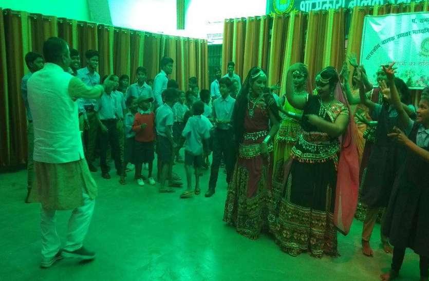 VIDEO : सांस्कृतिक कार्यक्रम के साथ हुआ वार्षिकोत्सव का समापन