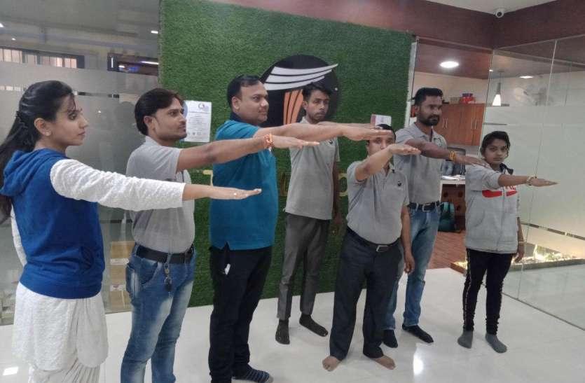 फोर्ड शोरूम के कर्मचारियों ने ली स्वर्णिम भारत अभियान के तहत शपथ