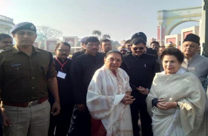 राज्यपाल आनंदीबेन से मिलकर आ रहे रामपुर डीएम की गाड़ी काफिले की दूसरी गाड़ी से टकराई