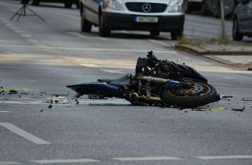बाइक चलाते हुए शख्स 'Facebook Live' पर बना रहा था वीडियो,  बिगड़ा बैलेंस और और जान चली गई