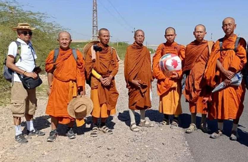 थाइलैण्ड से आए बौद्ध भिक्षु फ्रांस जाना चाहते थे वाया पाकिस्तान, बाड़मेर में रोका