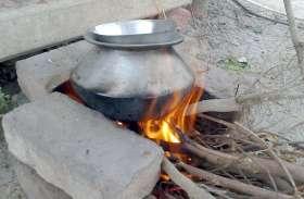 पानी गर्म करने चूल्हा जला रही महिला झुलसी