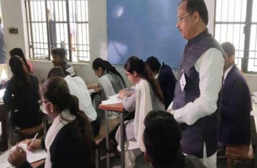 उत्तर प्रदेश बोर्ड परीक्षा 2020 के लिए डीजीपी का नया निर्देश, हाईस्कूल व इंटरमीडिएट के परीक्षार्थियों को परीक्षा केंद्र से न जाने दें