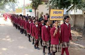 कस्तूरबा गांधी बालिका विद्यालय ने भी निकाली रैली, स्वास्थ्य जागरूकता बैनर तले, दी प्लास्टिक मुक्त भारत बनाने की जानकारी