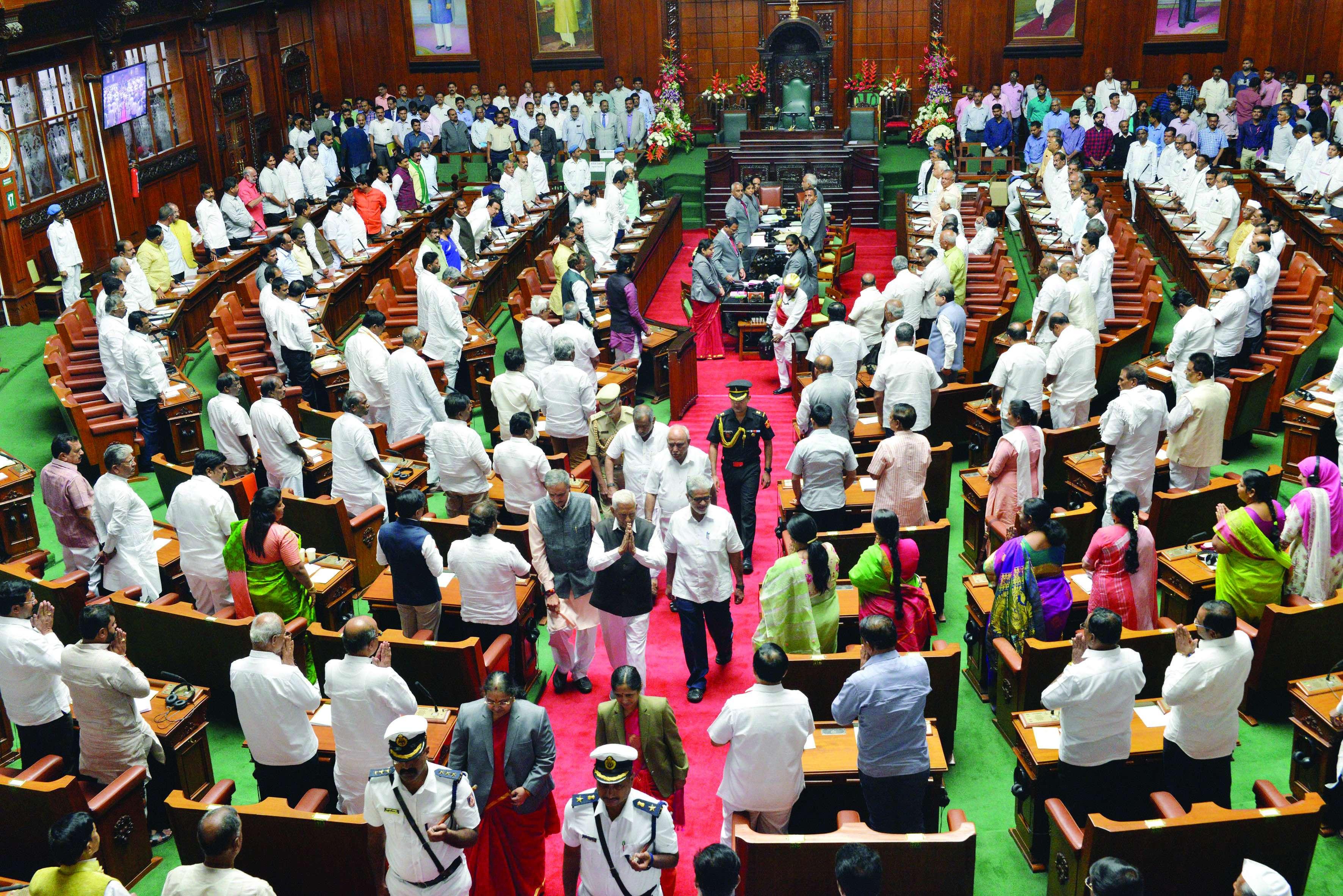 कर्नाटक के राज्यपाल की अपील सकारात्मक चर्चा में भाग लें विधायक