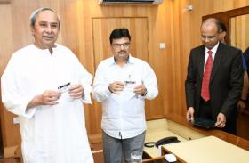 ओडिशा: Pendrive में लाकर Tablet पर वित्तमंत्री ने पढ़ा बजट, किसानों पर मेहरबान नवीन सरकार