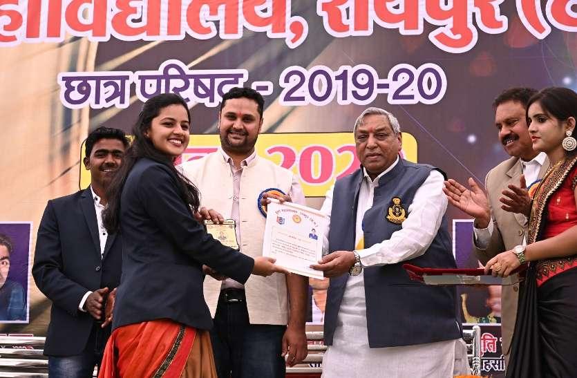 रायपुर : प्रदेश के सभी कॉलेज विद्यार्थियों को मिलेगी ई-लाईब्रेरी की सुविधा: उच्च शिक्षा मंत्री