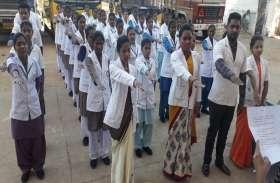 सूर्या बीएससी नर्सिंग कॉलेज के छात्राओं ने ली शपथ, कहा अब बस्तर को करेंगे प्लास्टिक मुक्त