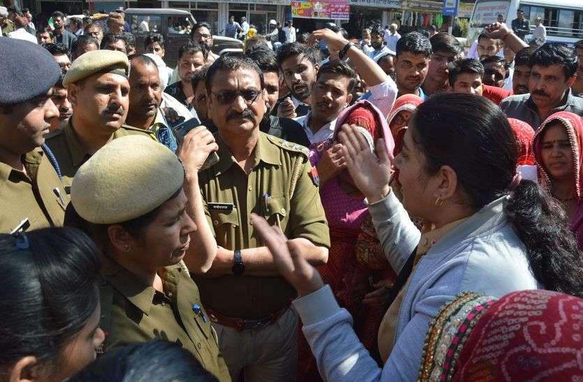 हे राम... 3 शवों के साथ आक्रोशित जनता सडक़ों पर, प्रशासन को जांच रिपोर्ट का इंतजार