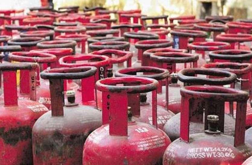 घरेलू गैस सिलेंडर की कीमत में लगातार पांचवे महीने राहत, कमर्शियल सिलेंडर कीमत में इजाफा