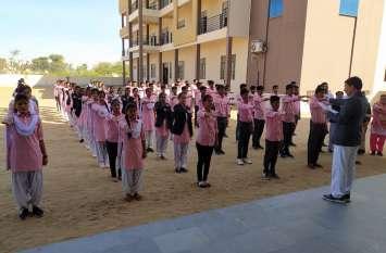 आदर्श महाविद्यालय में 'स्वर्णिम भारत' के तहत शपथ ग्रहण समारोह