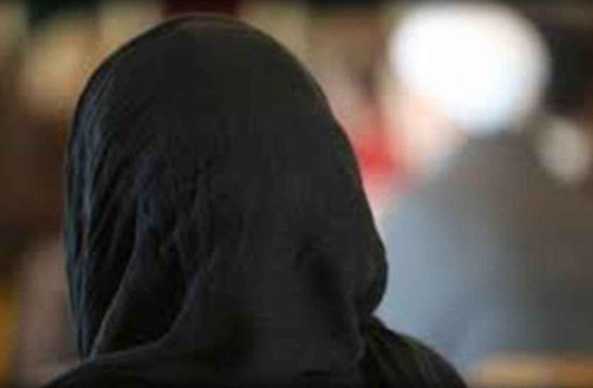 अकेली सो रही महिला को देखकर बदली चोर की नीयत, धमकी देकर किया बलात्कार