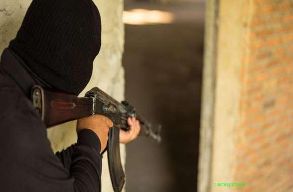 जम्मू-कश्मीर में नागरिकों पर लगातार हमले जारी, बिहार और यूपी के दो व्यक्तियों को आतंकियों ने मारी गोली