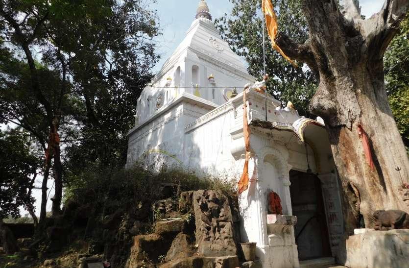 अद्भुत है शिवमंदिर, एक-एक पत्थर से गढ़ीं है यहां की दीवारें
