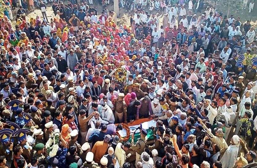 शहीद हवलदार अजीत यादव का राजकीय सम्मान से अंतिम संस्कार