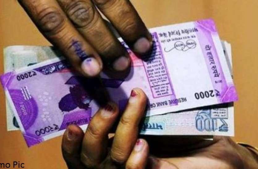 लेखपाल कर रहा था रिश्वत की मांग, पैसे लेते ही हो गया 'कांड'