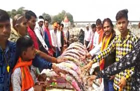 पत्रिका स्वर्णिम भारत अभियान: श्रृद्वालुओं ने मंदिर परिसर की सफाई, गंदगी न करने का लिया संकल्प, देखें वीडियो