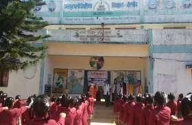 छात्राओं ने शपथ के बाद की अपने स्कूल की साफ सफाई, कहा जीवन पर्यंत जारी रहेगा अभियान