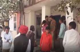 पंचायत सहायक पर नरेगा महिला श्रमिकों ने लगाए संगीन आरोप, थाने के बाहर किया प्रदर्शन