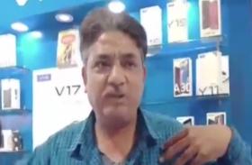 मोबाइल शोरूम में दो गुटों के बीच जमकर मारपीट, चाकू के हमले में एक गंभीर
