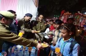 कैम्प लगाकर एटा एसएसपी ने की कावड़ियों की सेवा, देखें वीडियो