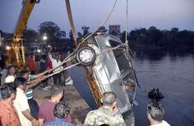 महाशिवरात्रि का मेला देखकर लौट रहे चार दोस्तों की कार शिवनाथ नदी में गिरी, पानी में दम घुटने दो की मौत, दो को लोगों ने बचाया