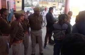 VIDEO: मेरठ में बुजुर्ग की धारदार हथियार से हत्या करने के बाद लाखों की लूट