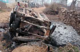 युवक का अपहरण कर ले जा रहे बदमाशों को ग्रामीणों ने घेरकर पीटा, कार को फूंका