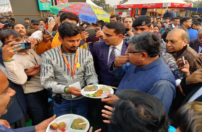 दिल्ली: प्रधानमंत्री मोदी के लिट्टी-चोखा खाते ही भाजपा नेताओं में भी लगी होड़